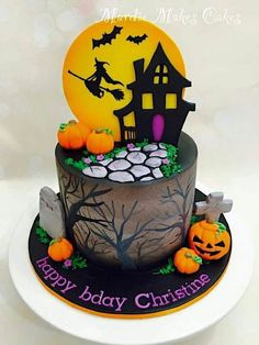 Scary Halloween Cakes, Scary Cakes, Bolo Halloween, Halloween Birthday Cakes, Halloween Treats For Kids, Fete Halloween, Halloween Baking, Halloween Desserts, Disney Halloween