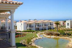 Entre o Carvoeiro e Ferragudo, descubra o mais recente e luxuoso resort algarvio. No Água Hotels Vale da Lapa, 7 noites numa suite deluxe para 4 pessoas + 1 criança, a partir de 909€.  - Descontos Lifecooler