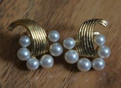 Jewelry Vintage Earrings Stud Vintage Earrings Gold Pearl  White Circle Relief   Holiday X-078 by VintageEstate86 on Etsy