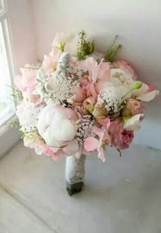 Bouquet romantique fleur pastel et dentelle... ...