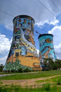 Artistic cooling towers in Soweto with bungee jump in the middle. Unusual Buildings, Volunteer Abroad, Gap Year, Places Of Interest, African Safari, My Land, Free Prints, Volunteers, Cape Town