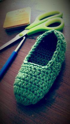 Dish Towel Crafts, Crochet Shoes, Pattern Mixing, Crochet Patterns, Slippers, Knitting, Handmade, Spiderman, Fashion