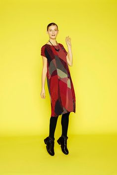 Issey Miyake | Pre-Fall 2014 Collection | Style.com Look 20