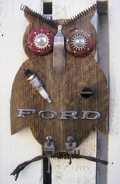 Sparky Ford Owl Wall Art Key Hanger ~ Rustic Home Decor ~ Country ~ Ford Owner ~ Owls ~ Home Decorating by RusticSpoonful on Etsy Owl Crafts, Diy And Crafts, Arts And Crafts, Owl Wall Art, Wood Owls, Decor Scandinavian, Found Object Art, Recycled Art, Repurposed