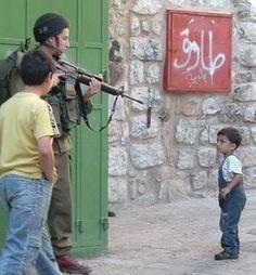 Israeli soldier in Hebron (Palestine).