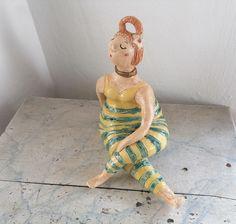 Keramikfigur Yoga Meditation Drehstitz Yogafigur Gartenkeramik Gartendeko handmade Keramikskulptur