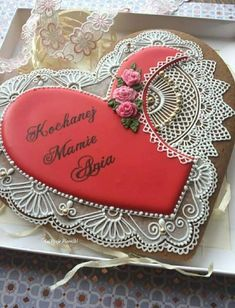 Bolacha Cookies, Sugar Art, Something Sweet, Royal Icing, Cookie Decorating, Sugar Cookies, Gingerbread, Decorative Plates, Valentines