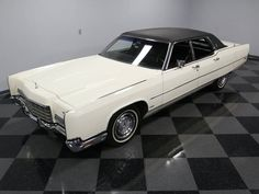 1972 Lincoln Continental sedan with Town Car package