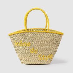 Bolsa de playaMarca: Brigitte Bardot.Dimensiones: An. 26 x Al. 30 x Prof. 17,5 cm.Exterior: 100% paja.2 asas de paja.