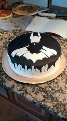 More Creative Cakes That Are Too Cool To Eat Coolest Batman cake ever.gotta make this for someoneCoolest Batman cake ever.gotta make this for someone Birthday Cake For Boyfriend, Birthday Cake For Brother, Boyfriend Cake, Batman Cakes, Batman Grooms Cake, Superhero Cake, Superhero Kids, Creative Cakes, Creative Food