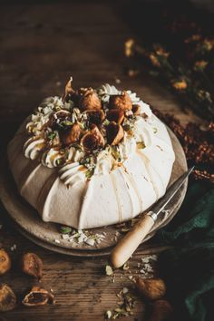 Golden Fig Pavlova + Pistachio, Honey, & White Chocolate Mascarpone - The Kitchen McCabe Dried Figs, Fresh Figs, Gourmet Recipes, Dessert Recipes, Gourmet Foods, Pavlova Cake, Pear Cake, Apple Cake, Chocolate Shavings