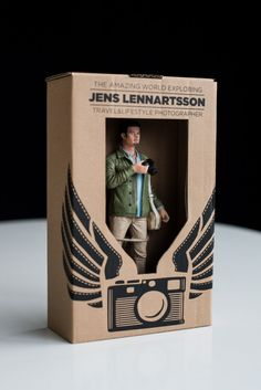 Swedish photographer Jens Lennartsson has created the most epic self promotion ever! This guy has gone and created 400 camera-toting action figures! Cv Inspiration, Graphic Design Inspiration, Creative Inspiration, Design Ideas, Impression 3d, Photographer Packaging, Cv Original, 3d Mode, 3d Printing Business