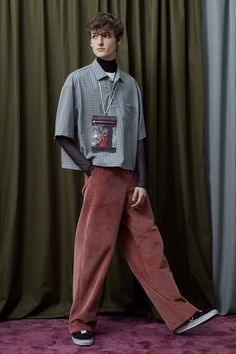 Uniforme Paris' Fall/Winter 2018 Collection Considers Hollywood Duality: Mediations on a double life. Normcore Fashion, Mens Fashion, Fashion Outfits, Fashion Ideas, Grunge Look, Pinterest Fashion, Well Dressed Men, Mode Inspiration, Poses