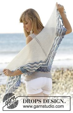 "Acqua di Mare - #shawl in garter st with wave pattern and lace edge in ""Fabel"". Free #knitting pattern"