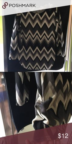 Chevron top Chevron top, very comfy Tops Tunics