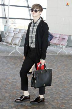 Suho - 141019 Shanghai Airport, departing for Incheon Kpop Fashion, Mens Fashion, Airport Fashion, Kim Joon, Hunhan, Kim Junmyeon, Suho Exo, Incheon, Korean Men