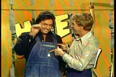 June Carter and Johnny Cash Pictures 15 - Buck Owens and Johnny Cash on Hee Haw Johnny Cash, Johnny And June, 1980s Tv, Buck Owens, June Carter Cash, Hee Haw, Old Tv Shows, Great Bands, Country Music