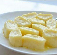 Ленивые вареники на завтрак Ингредиенты: - Творог однородный 9% (протертый) – 500 г - Мука – 1 чашка (объем чашки 0,25 л) - Яйцо – 2 шт. - Сахар – 50 г - Масло сливочное – 50 г - Специя: Ванилин – 0,5 г - Соль по вкусу для варки - Сметана для подачи , from Iryna