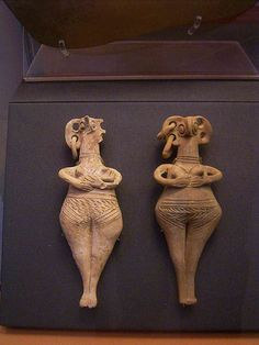 Minoan Goddesses, photo taken in the British Museum , London .