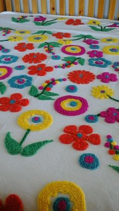 chenille bedspread white with colorful flowers. Vintage Bedspread, Chenille Bedspread, Vintage Textiles, Home Furniture Shopping, Hippie Love, Linen Bedroom, Shabby Chic Furniture, Bed Spreads, Colorful Flowers