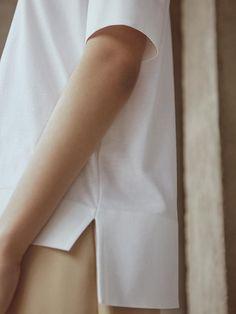 Simplicity - minimal white top, contemporary fashion details // COS