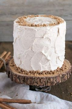 This spice cake is the ultimate comfort food. Paired with cinnamon cream cheese frosting and cinnamon streusel for some crunch. Food Cakes, Cupcake Cakes, Cupcakes, Cake Icing, Eat Cake, Frosting, Sorbet, Parfait, Crunch Cake