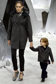 Chanel, pasea por un jardín espacial para el próximo O/I