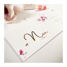Hellooo Noa ♡ Het is lente en dit kaartje straalt het helemaal uit met prachtige Magnolia bloemen😍 Heb jij ze onderweg ook al gespot? Ze vallen deze dagen echt op. Zalig toch?! Noa heeft ze vereeuwigd op haar geboortekaartje. Dik kaartje met roze insert en afgewerkt met rosé folie. 💖 #zwanger #doopsuiker #geboortekaartje #grafischontwerp #kaartjeopmaat #inspiratie Home Studio, Playing Cards, Rose, Seeds, House Studio, Pink, Playing Card Games, Roses, Game Cards