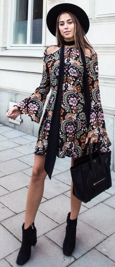 60 Trending Fall Street Style Outfit Ideas To Upgrade Your Wardrobe Boho Floral Dress Street Style Summer, Autumn Street Style, Cute Dresses, Vintage Dresses, Gypsy, Boho Floral Dress, Bohemian Chic Fashion, Boho Style, Fall Fashion Trends