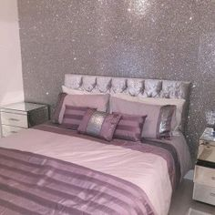 30 Inspiring Glitter Wall Paint to Make Over Your Room - Home Design Glitter Wallpaper Bedroom, Glitter Bedroom, Glitter Paint For Walls, Glitter Paint Bathroom Ideas, Sparkle Wallpaper, Bling Bedroom, Girls Bedroom, Bedroom Decor, Girl Rooms
