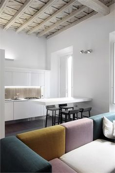 Minimal apartment interior in an historic Baroque Palazzo in Rome - Piazza LOOK AT THE COUCH. Sant'Ignazio - Rome, Italy - 2010 by Luca Peralta Apartment Interior, Kitchen Interior, Kitchen Design, Layout Design, Minimal Apartment, Ikea, Creation Deco, Living Styles, Minimalist Design