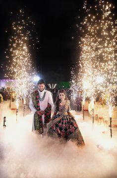 Indian Wedding Pictures, Indian Wedding Theme, Indian Wedding Couple Photography, Wedding Photography Poses, Wedding Poses, Wedding Couples, Wedding Mandap, Wedding Stage, Wedding Reception