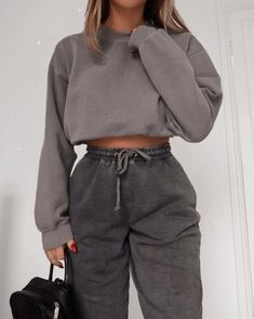 Comfy vibes @fashioninflux 🖤 Cute Lazy Outfits, Sporty Outfits, Retro Outfits, Mode Outfits, Stylish Outfits, Girl Outfits, Fashion Outfits, Casual Comfy Outfits, Classy Going Out Outfits