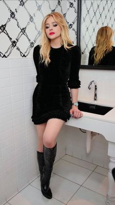 Bathroom beauty: Chloe rocked two outfits during the night including this black velvet dress with knee-high boots Chloë Grace Moretz, Beautiful Celebrities, Most Beautiful Women, Chloe Morets, Brooklyn Beckham, Carrie, Atlanta, Celebs, Actresses