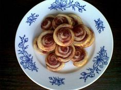 Lístkoví šnečci s marmeládou Pancakes, French Toast, Breakfast, Food, Morning Coffee, Essen, Pancake, Meals, Yemek