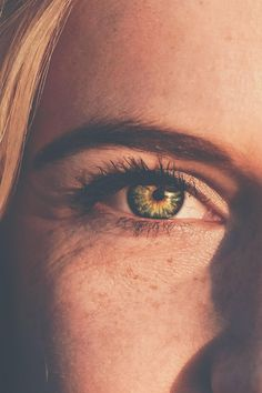 Unsere Augen sind fast immer im Einsatz und leisten richtig viel. Ab und zu tut Ihnen dann eine kurze Pause richtig gut. Probiere einmal diese Entspannungsübung aus.