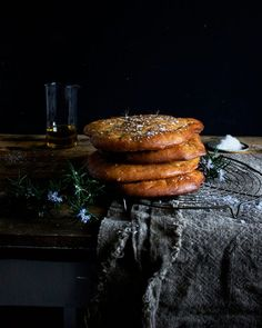 Sweet pot bread, a South African braai classic – Melkkos & Merlot Chef Anne Burrell, South African Recipes, Ethnic Recipes, Rusk Recipe, Delicious Desserts, Dessert Recipes, Focaccia Recipe, Healthy Family Meals, Instant Yeast