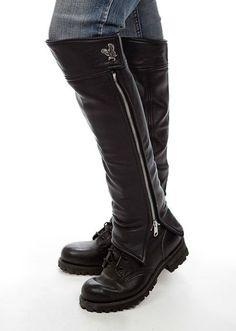 Harley Davidson Half-Chaps for Her Harley Davidson, Botas Goth, Harley Gear, Biker Gear, Motorcycle Boots Women, Biker Pants, Women's Motorcycle Boots, Lady Biker, Ladies Biker Boots