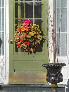 Google Image Result for http://img.diynetwork.com/DIY/2010/07/20/iStock-06381359_Green-Front-Door-Autumn-Wreath_s3x4_lg.jpg