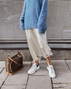 J. Crew grå kjol + ny randig lös LOGG + Vita läder Nike's