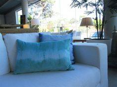 MARABIERTO - Almohadones Terciopelo Batik de 50x50 en turquesa y azul.