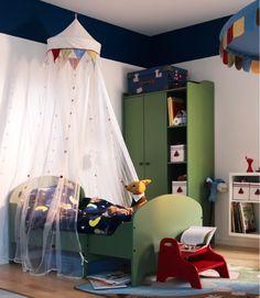 Cama infantil Ikea http://www.mamidecora.com/muebles-infantil-de-color-ikea.html