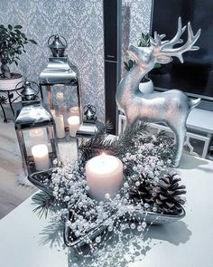 40 Romantic and Beautiful Christmas Candles Decoration Ideas - Decoralink Simple Christmas, Christmas Home, Christmas Crafts, Christmas Holidays, Christmas Displays, Beautiful Christmas Trees, Outdoor Christmas, Homemade Christmas, Christmas 2019