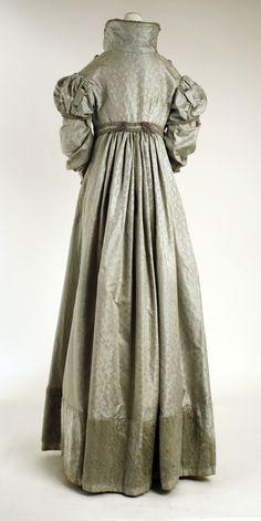 Pelisse ca. 1820 From the Metropolitan Museum of Art ritasv: Pelisse ca. Regency Dress, Regency Era, Summer Teacher Outfits, Vintage Outfits, Vintage Fashion, Vintage Dresses, Gothic Corset, Victorian Gothic, Gothic Lolita