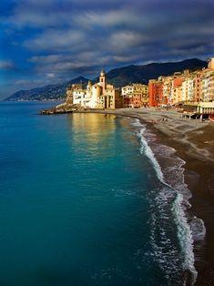 thepaintedbench:    Camogli, Liguria, Italy
