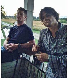 """# TBT hangin with my old buddy @ jarpad 9 seasons ago. And the good times just keep Rollin! # SPNFamily"" via Jensen Ackles"