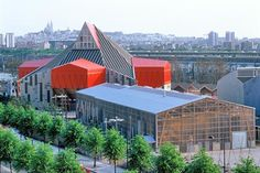 Académie nationale contemporaine des arts du cirque | Patrick Bouchain architecte avec Loïc Julienne architecte | Saint-Denis | France | 2002 | photo via archicirc