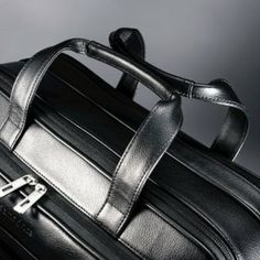 servieta de umar, geanta extensibila  / brand : SAMSONITE / material: piele naturala / culoare: negru / dimensiuni: 42.5x31x18cm. are 9 comp...