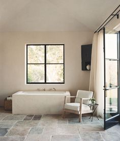 Eggshell walls and black trim windows Pretty Things, Bathroom Renos, Washroom, Simple House Design, Clawfoot Bathtub, Baden, Ad Home, Bathroom Accessories, Stone Flooring