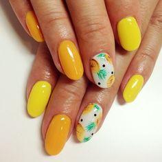 Inspi nail art : une manucure fruitée pour l'été ! Retrouvez plus d'inspirations et tutos #nailart sur www.monvanityideal.com  #nailart #manucure #ongles #mains #vernis #nails #nailpolish #naillacquer #tropical #ananas #pinapple #jaune #été #summer #yellow #orange